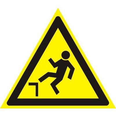 Знак безопасности Осторожно! Возможность падения с высоты W15 (200х200 мм, пленка ПВХ)